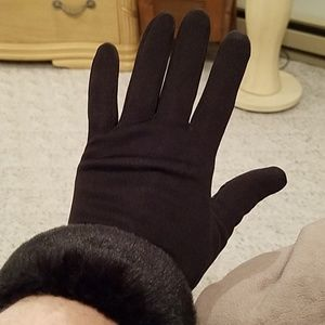 Stretch fit gloves with faux fur